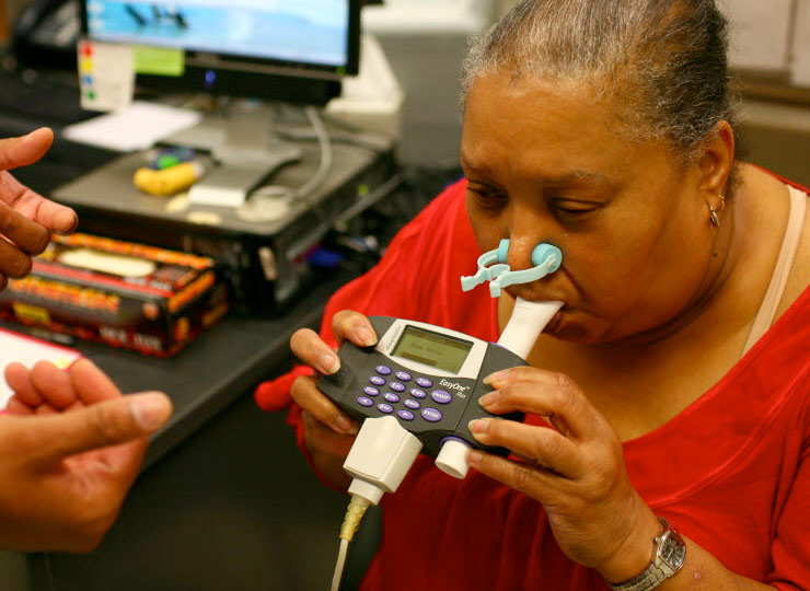 Provider guiding patient in use of a respiratory device